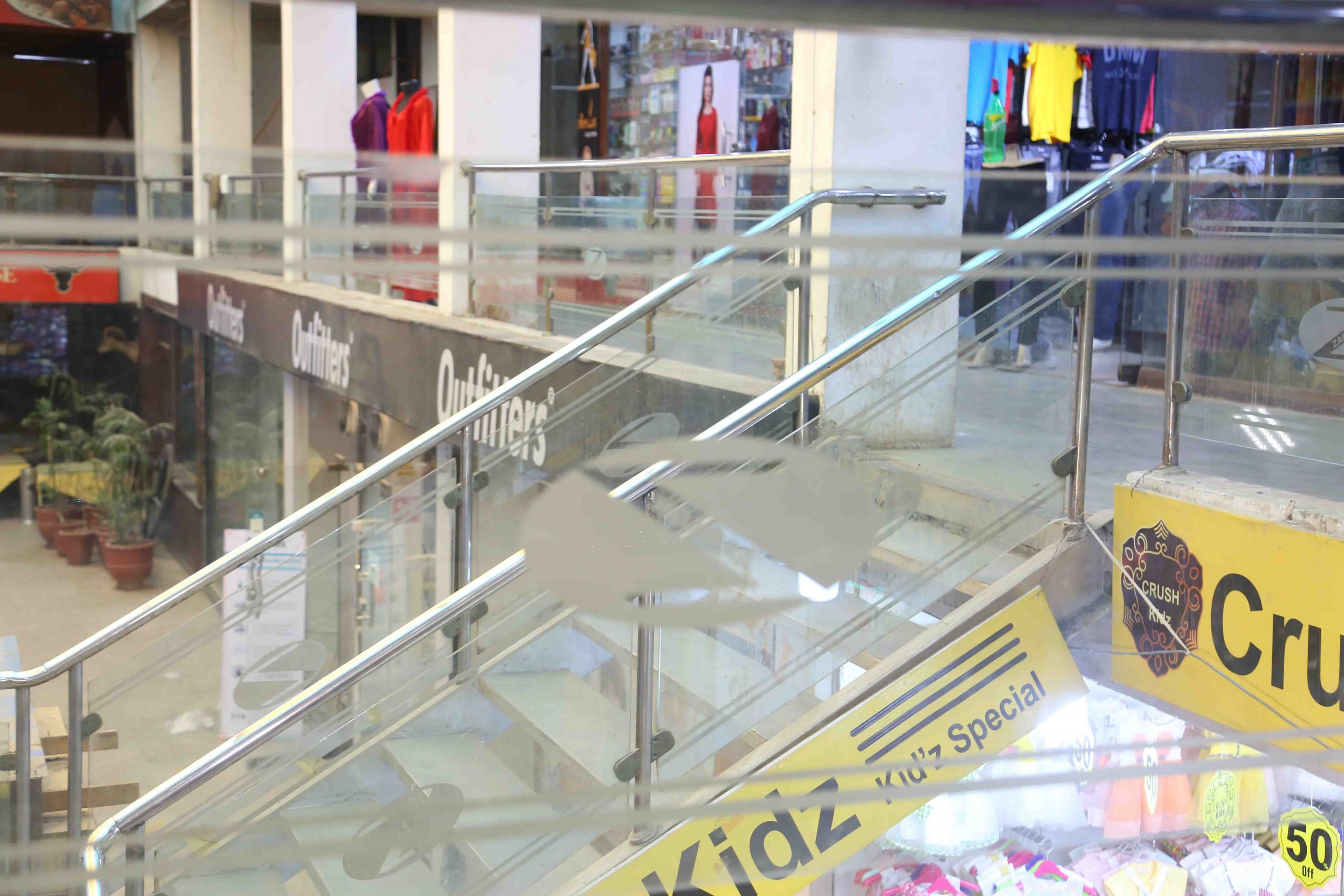 Zarkon Plaza 1 Saddar Rawalpindi Interior Views - FAH33M (4) - Q-L0-BO
